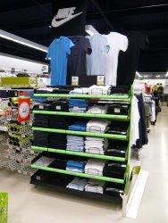 Présentoir mode et textile en métal pour teeshirt Go sport