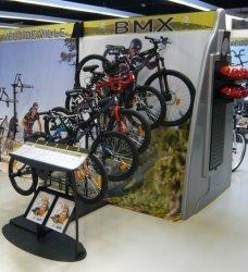 Présentoir sport loisir nature en métal pour vélos GO SPORT