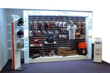 presentoir-accessoires-auto-moto-slattwall-Bihr