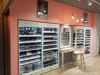 presentoir-sante-beaute-en-metal-pour-produits-cosmetique-PEGGY-SAGE