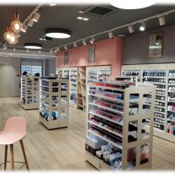 Amenagement-de-magasins-cosmetique